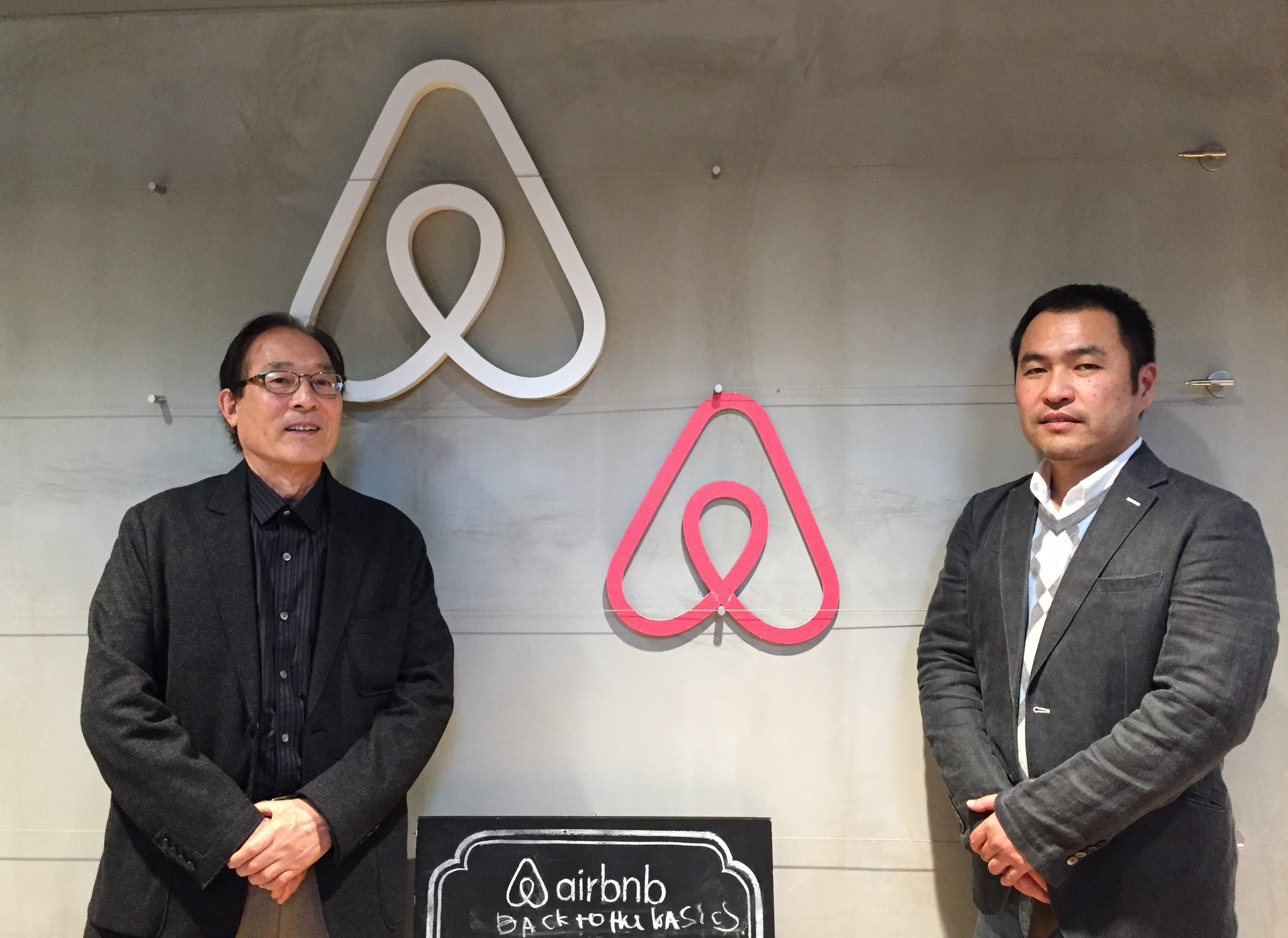 エアビーアンドビー・ジャパン代表取締役の田邊泰之氏とダイナ・サーチ代表の石塚しのぶ